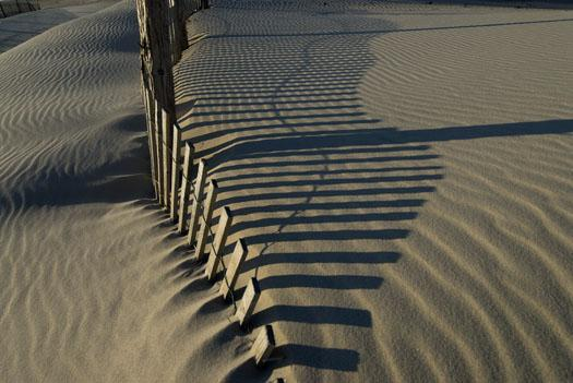 dune-fence-and-shadows-2-21-2009_022109_3322